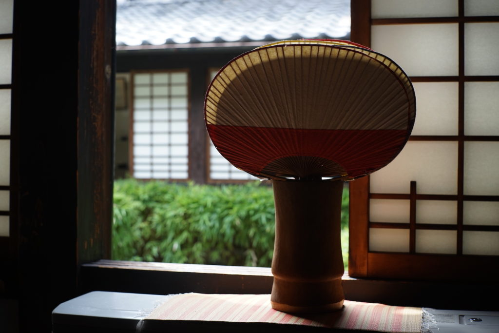 河井寛次郎:窓辺の団扇