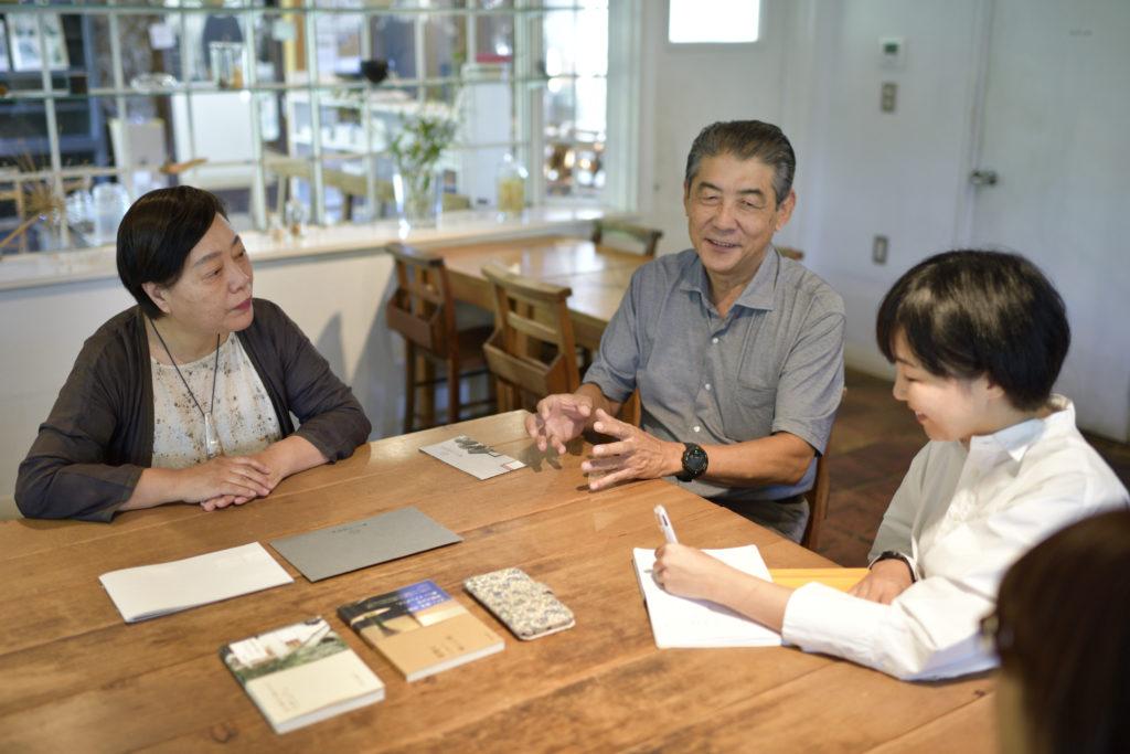 石村由起子さん(「くるみの木」オーナー)山﨑博司さん(現・ツキデ工務店)