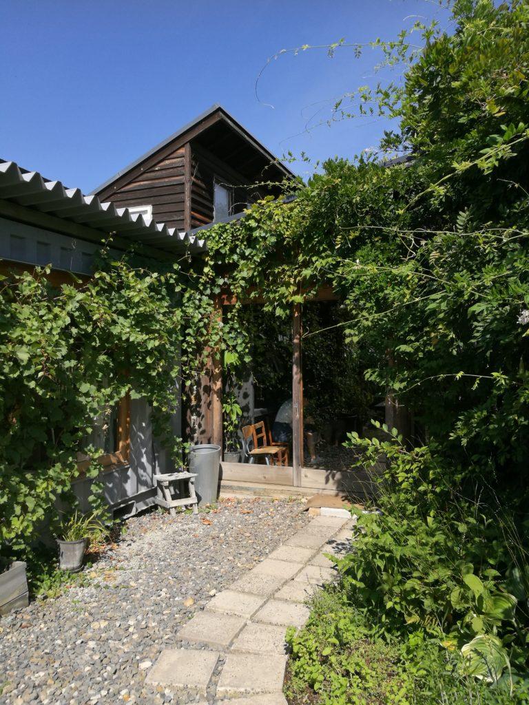 くるみの木のショップと、カフェの待合室への入り口