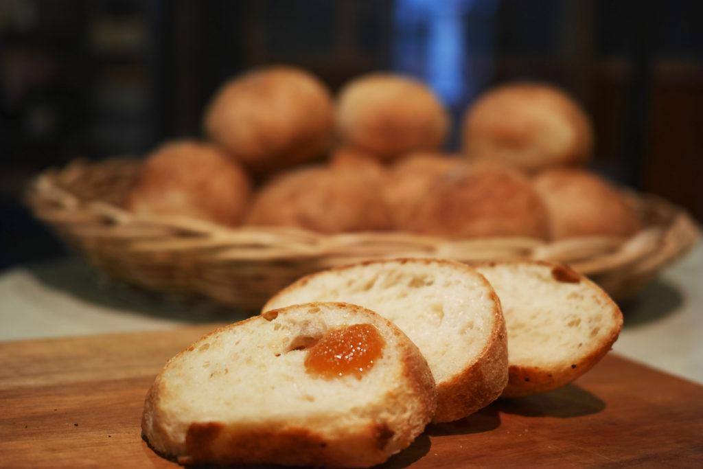 リンゴ蜜煮とパン