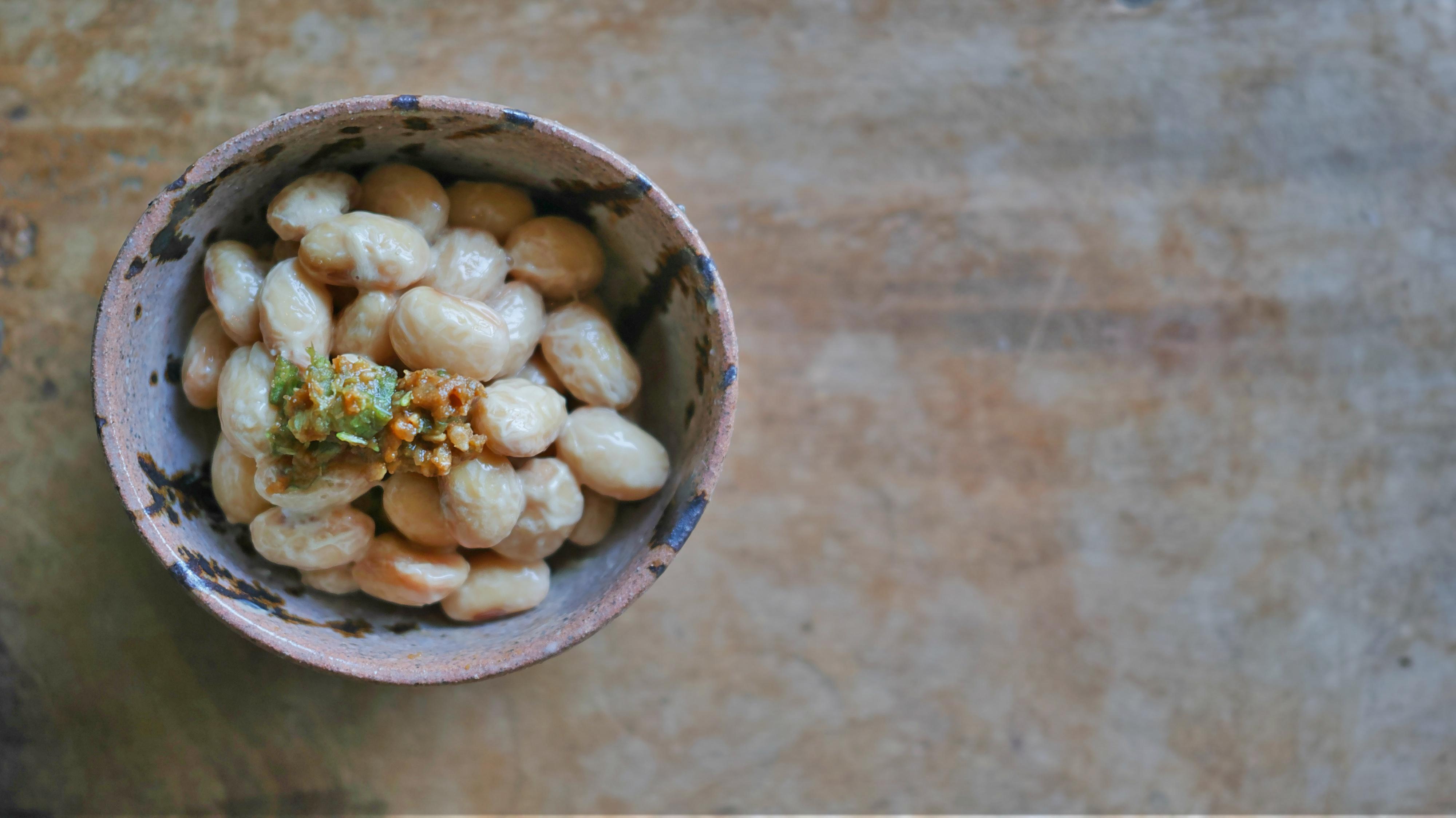 納豆に蕗の薹の醤油麹胡麻すり