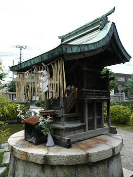 神泉苑の恵方社