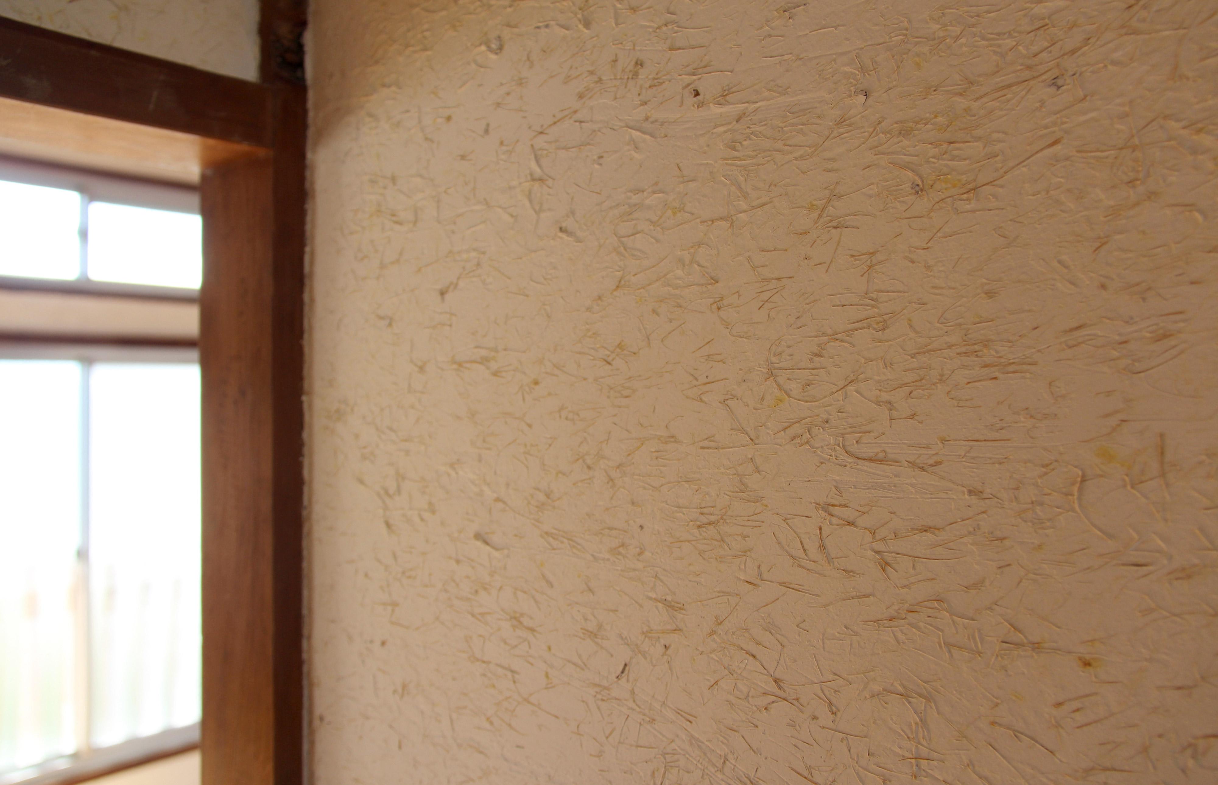 ワラ入り漆喰の壁