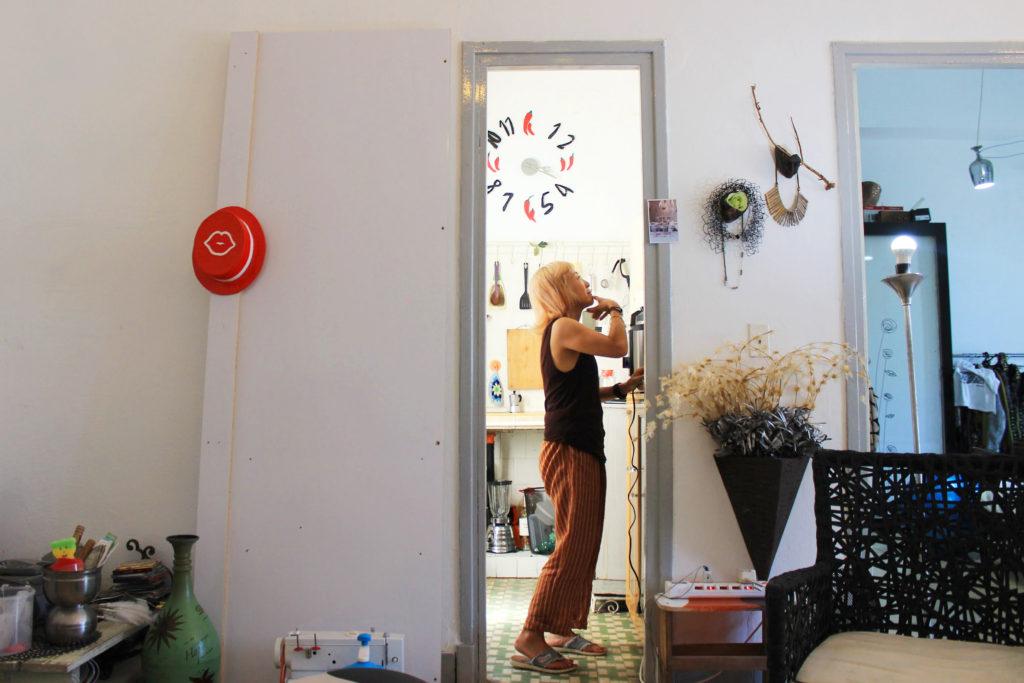 キューバに住む日本人の女性ユキさんの部屋