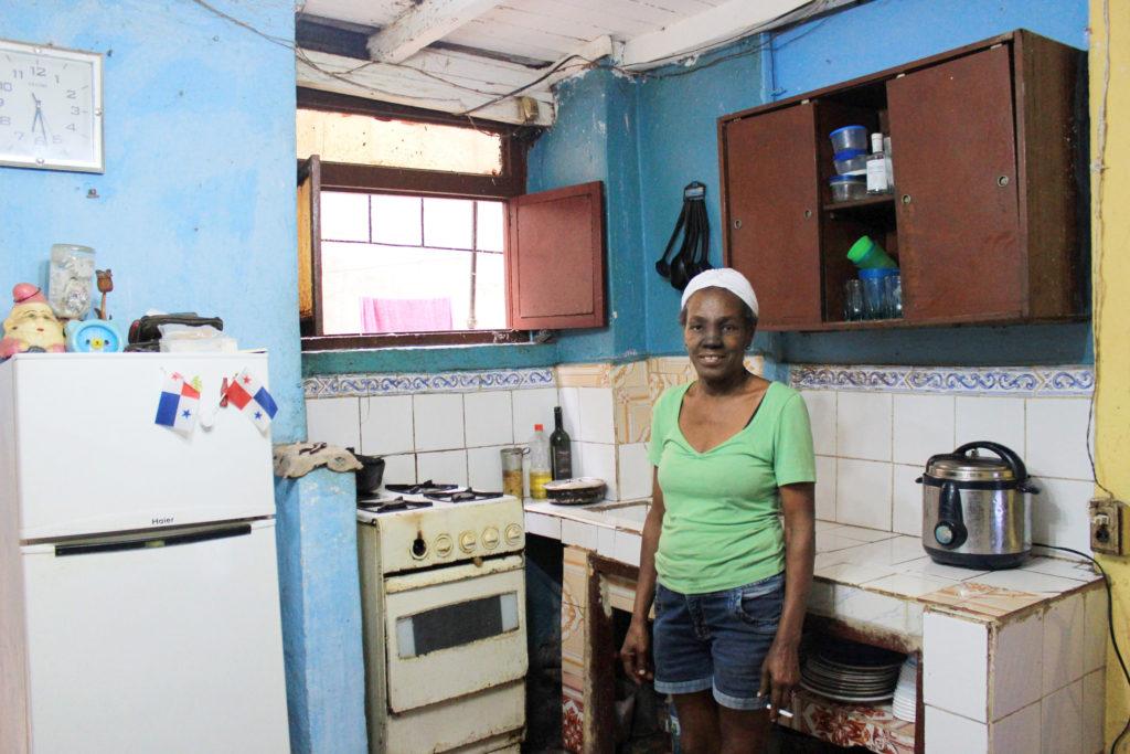 キューバの仕出し料理屋を営む元船舶料理人の女性の清貧なキッチン