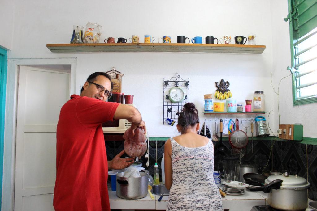 キューバ中部に位置する小さな街・レメディオスに住む夫婦のキッチン