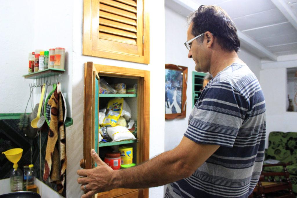 キューバの民泊カサ・パルティクラルの旦那さん