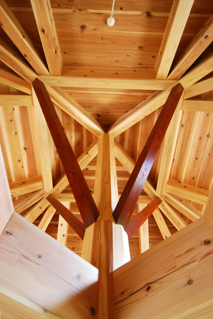 Ms建築設計事務所三澤文子設計の傘の家の木組み