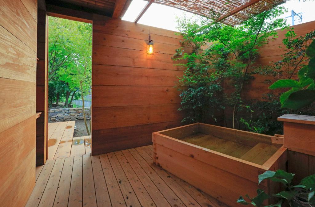 ぷらん・にじゅういち趙海光設計の露天風呂。