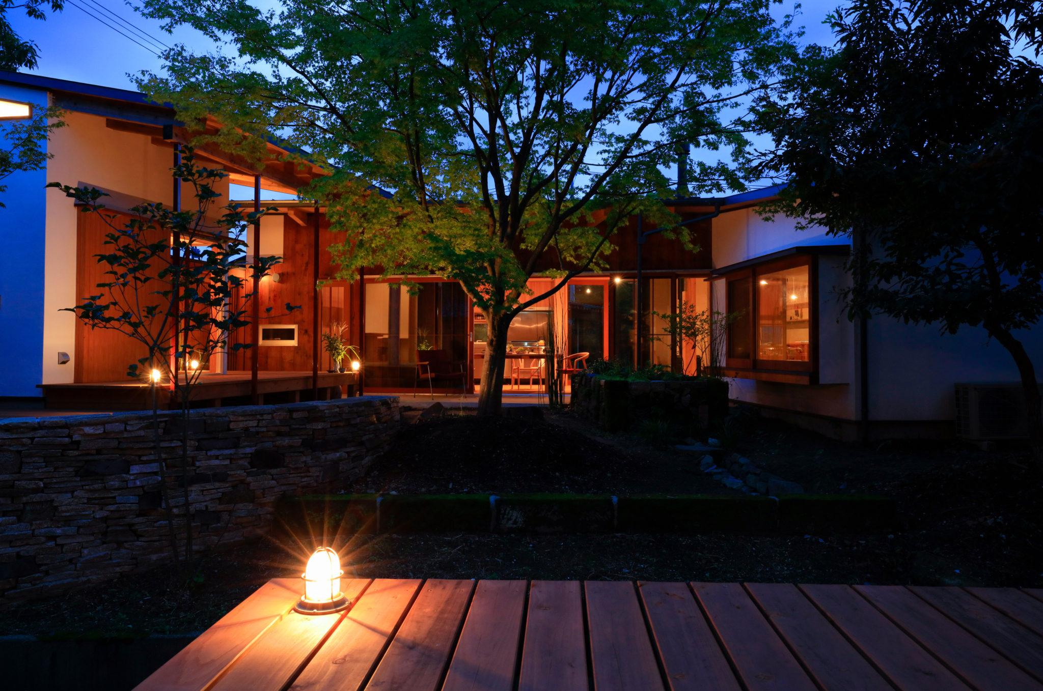 ぷらん・にじゅういち趙海光設計現代町家の離れ。夜の風景
