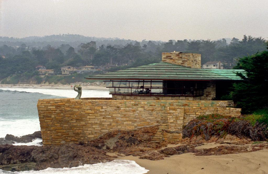 フランクロイドライト設計のカーメル湾の家