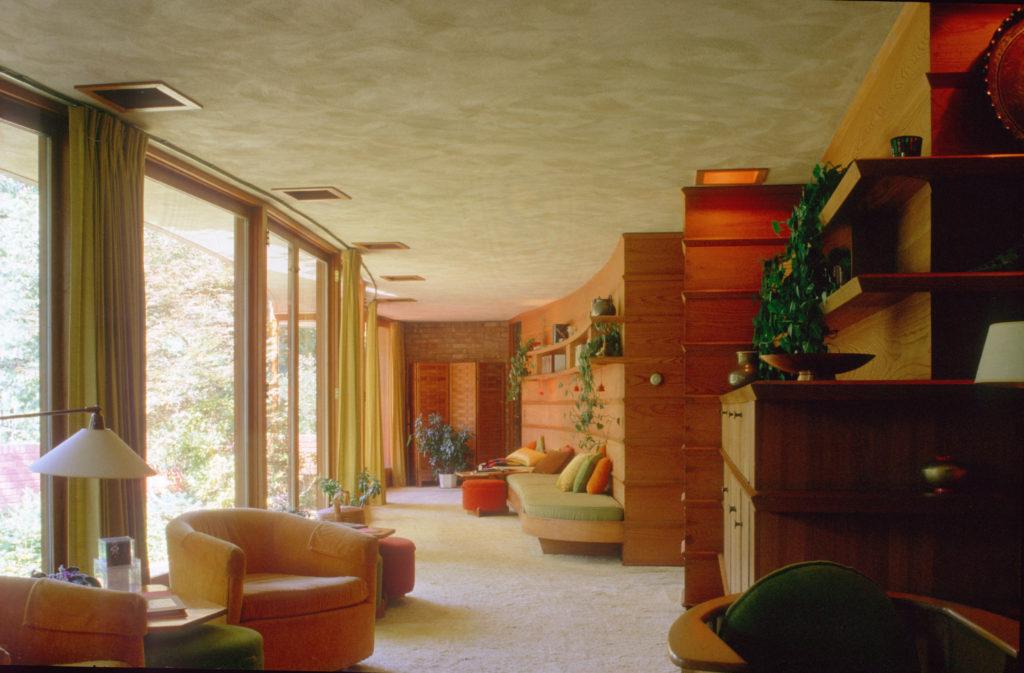 Frank Lloyd WrightのLaurent邸。湾曲したリビング