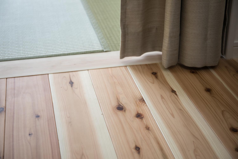スギの床材