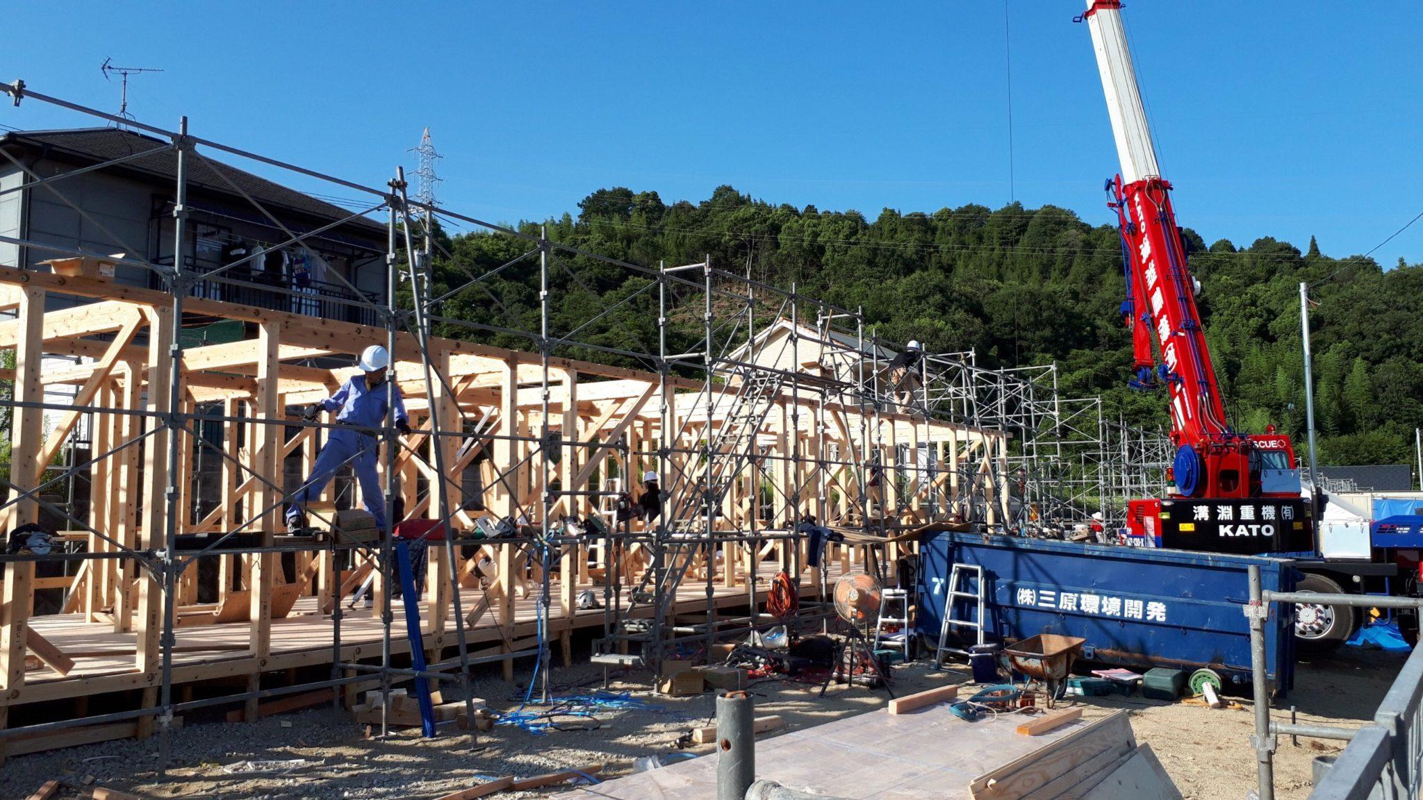 木造応急仮設住宅の上棟
