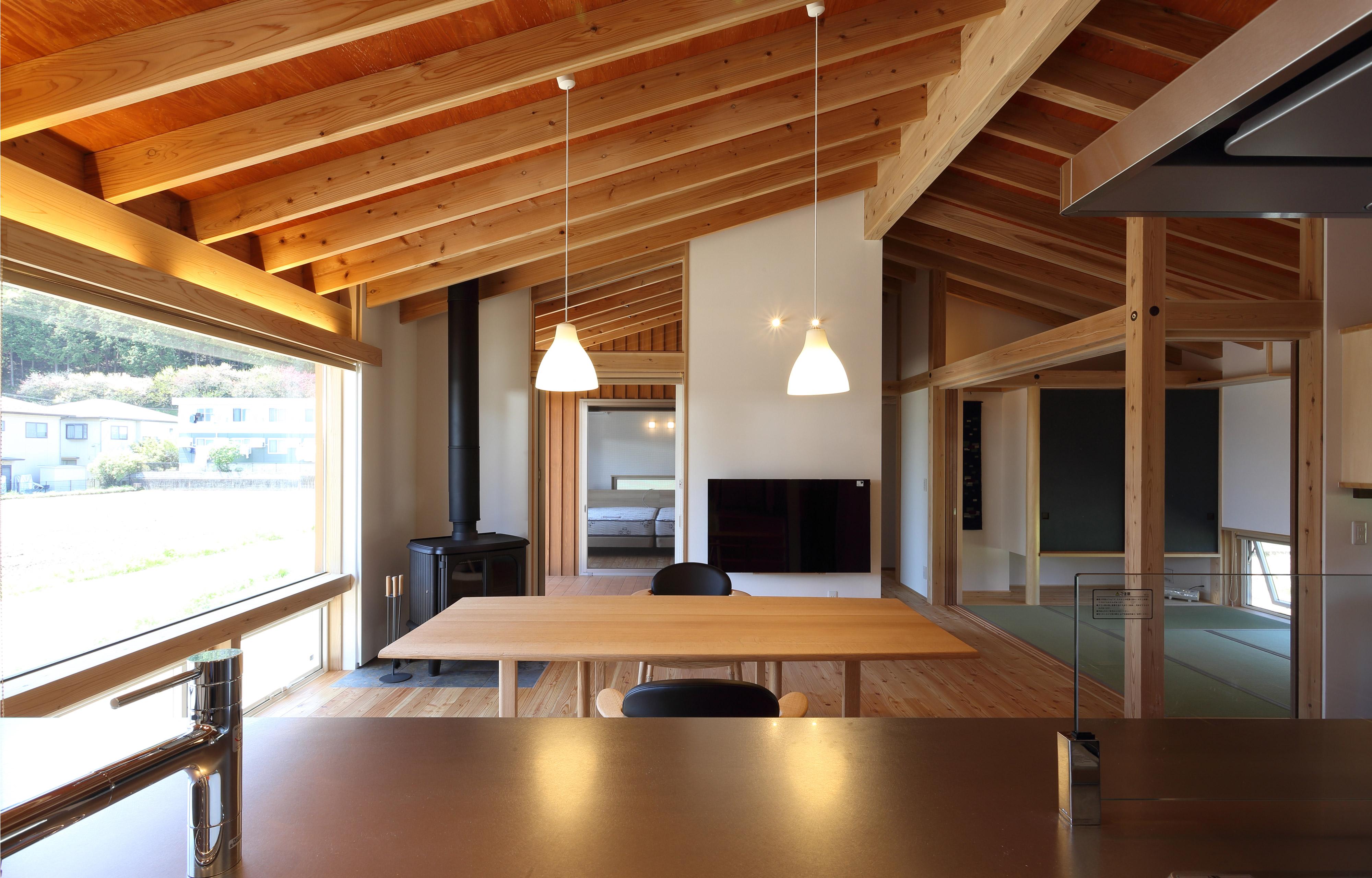 南信州の平屋 新井建築工房+設計同人NEXTのリビング