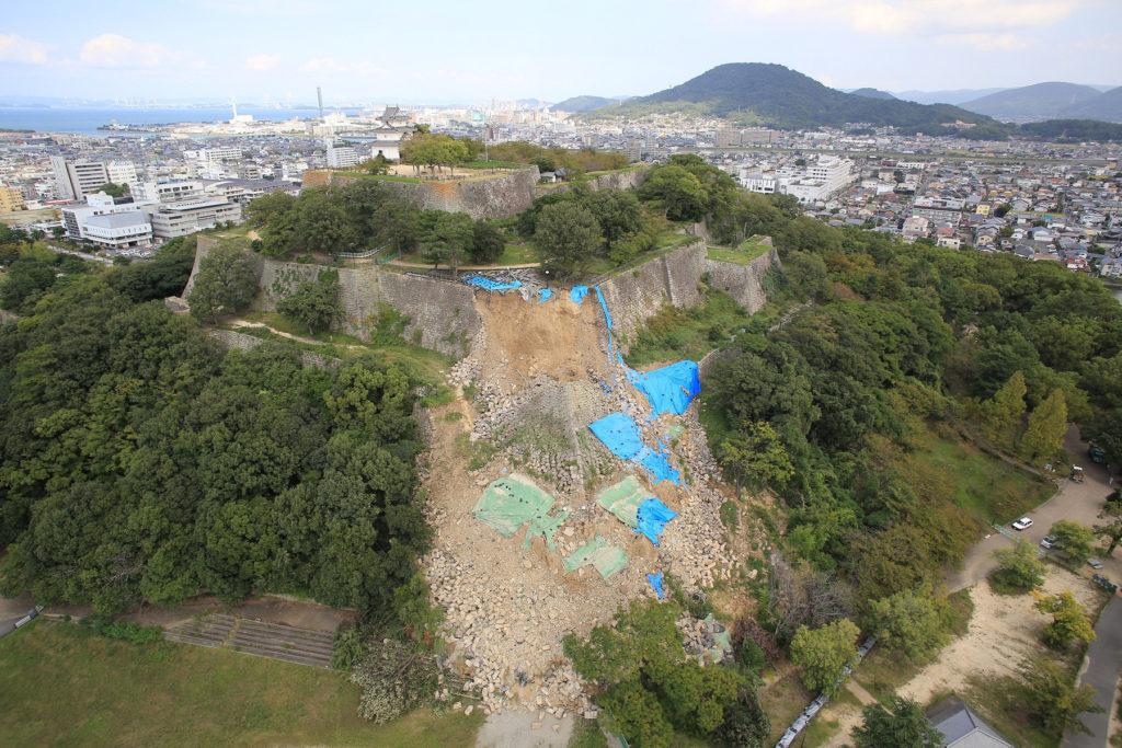 丸亀城の崩落
