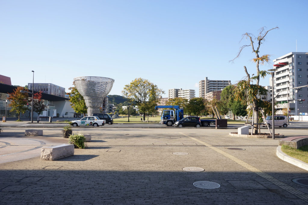 大分駅前の大分市制100周年を記念して 製作されたモニュメント