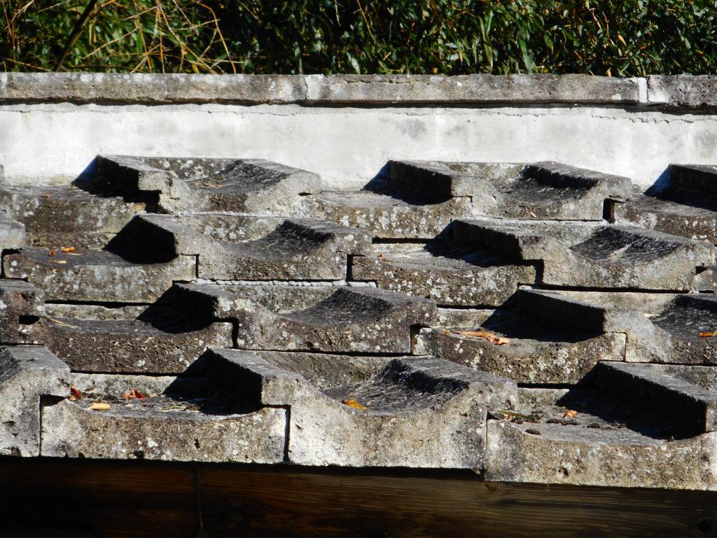 西根地区の徳次郎町の石屋根
