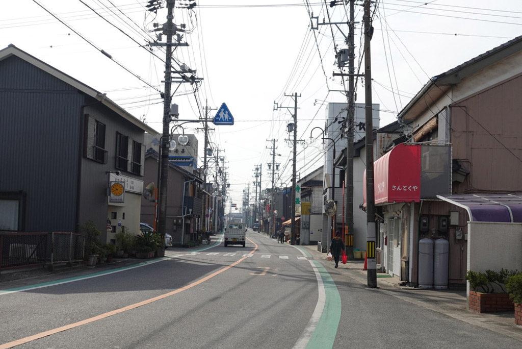 愛知県西尾市寺津町の商店街