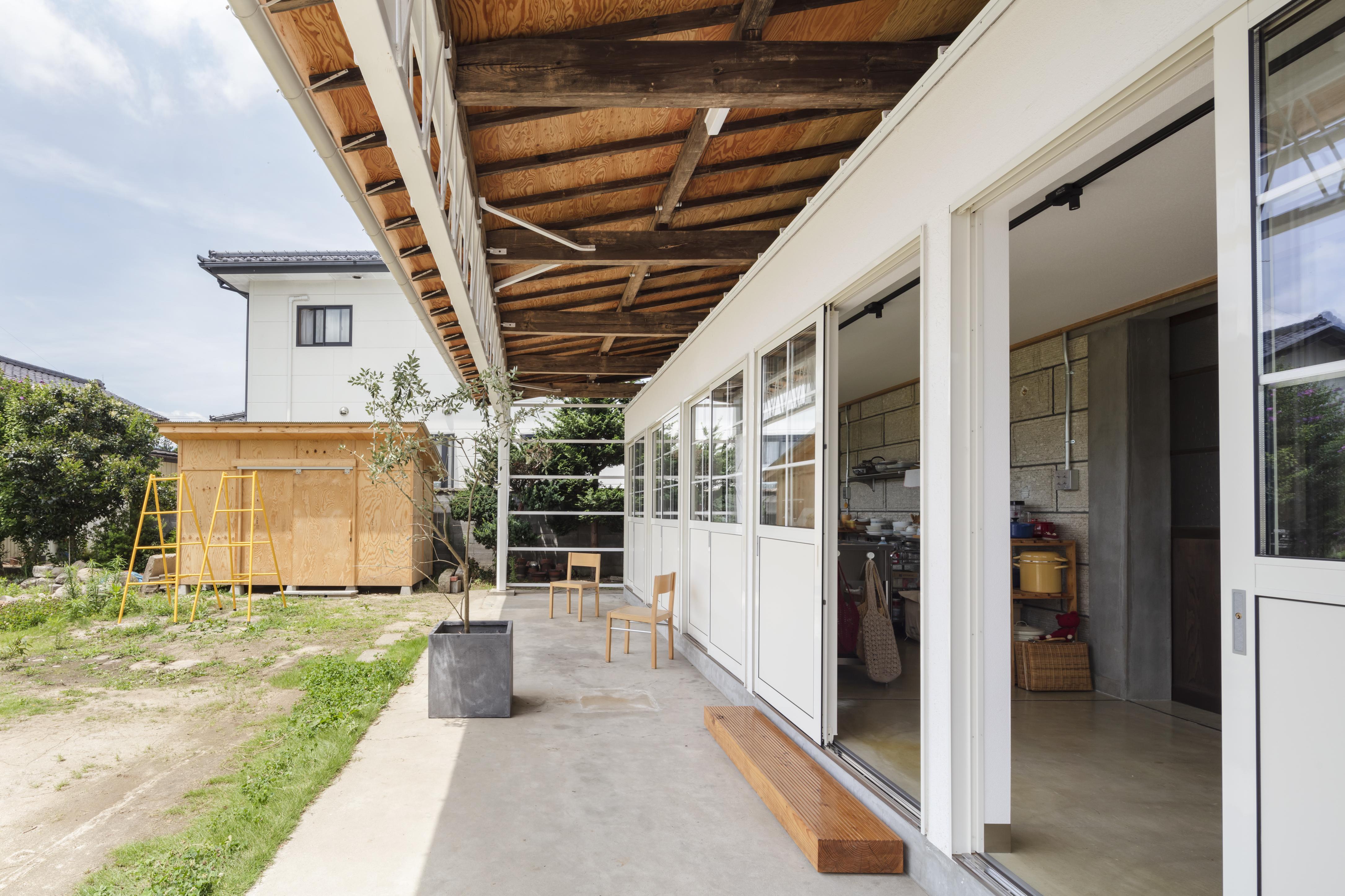 庭に面したetobunのキッチン