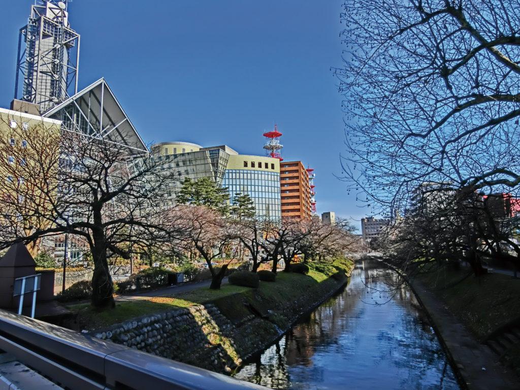 富山市に流れる松川