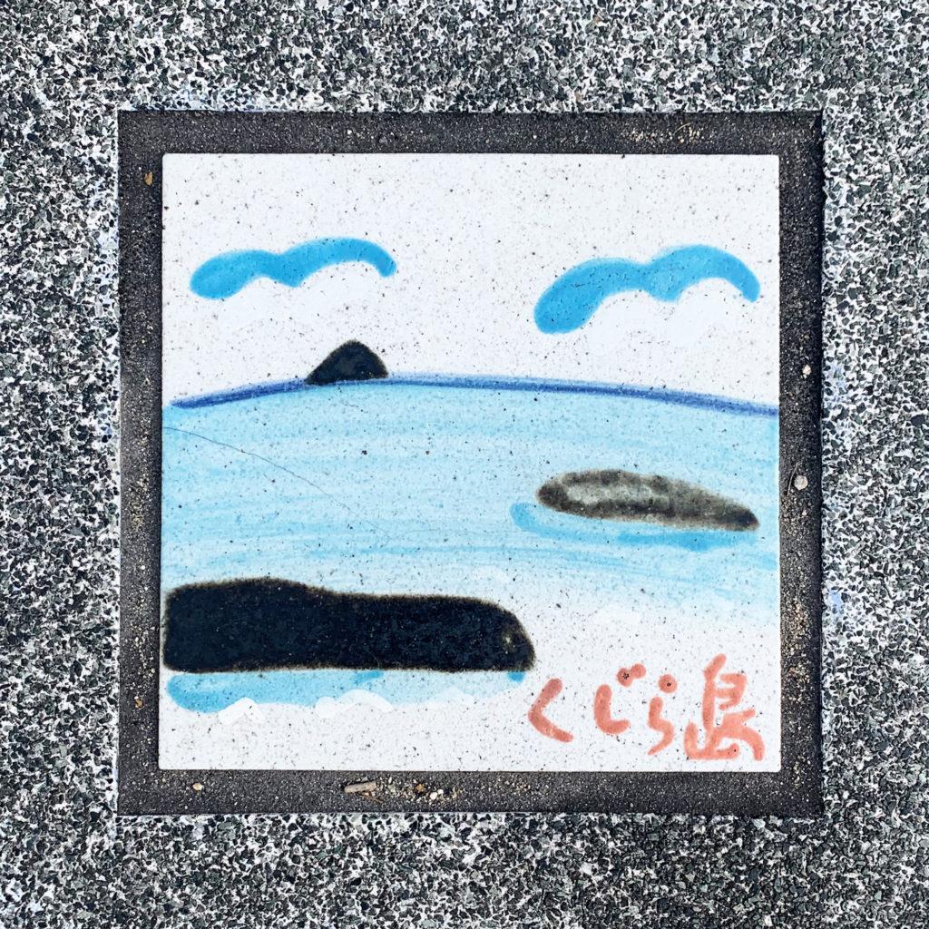 倉敷市児島の絵付き歩道タイルくじら島