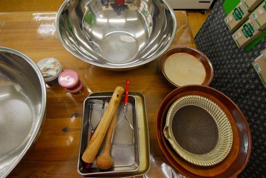 ボウルとすり鉢、すりこぎ、ざる、ポテトマッシャー