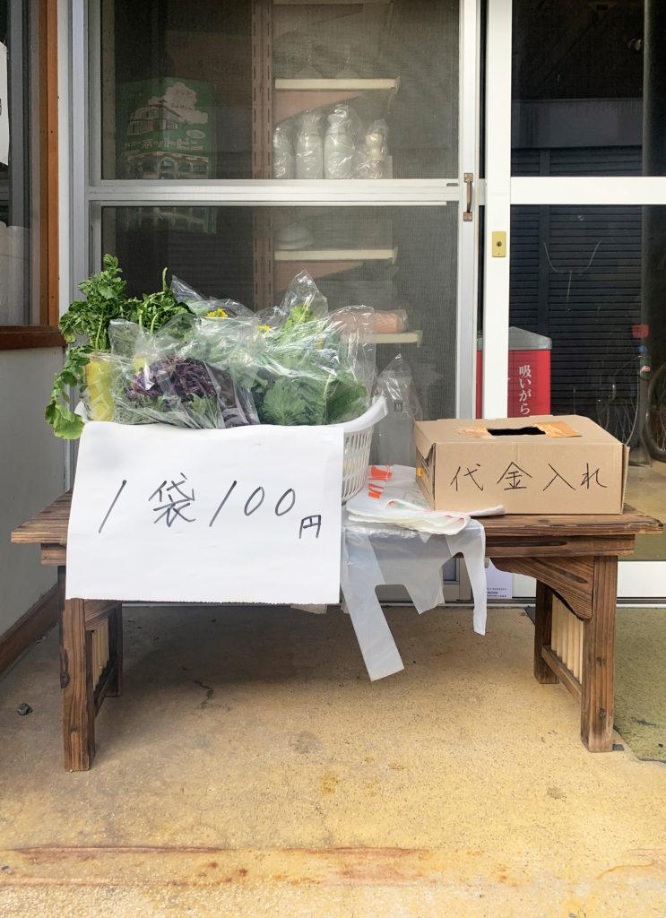 倉敷児島ジーンズストリートには野菜の無人販売所もある