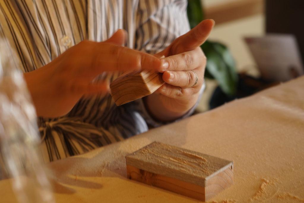 自分で削って作る積み木