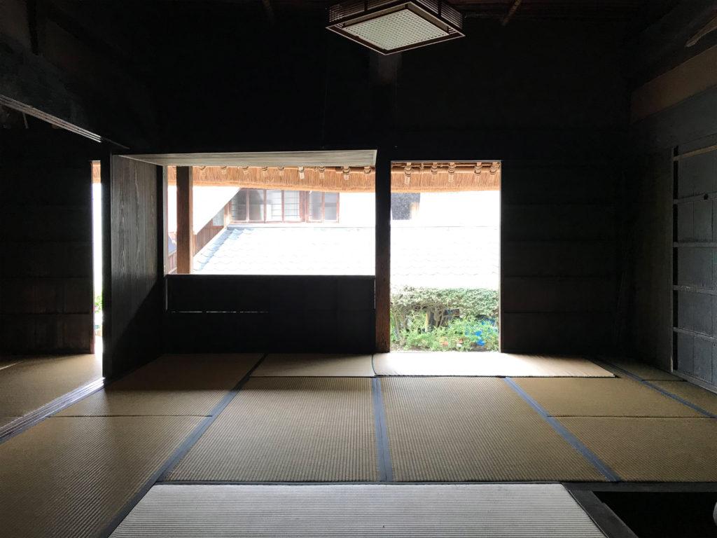 窓を開けて明るくできる重要文化財の後藤家住宅