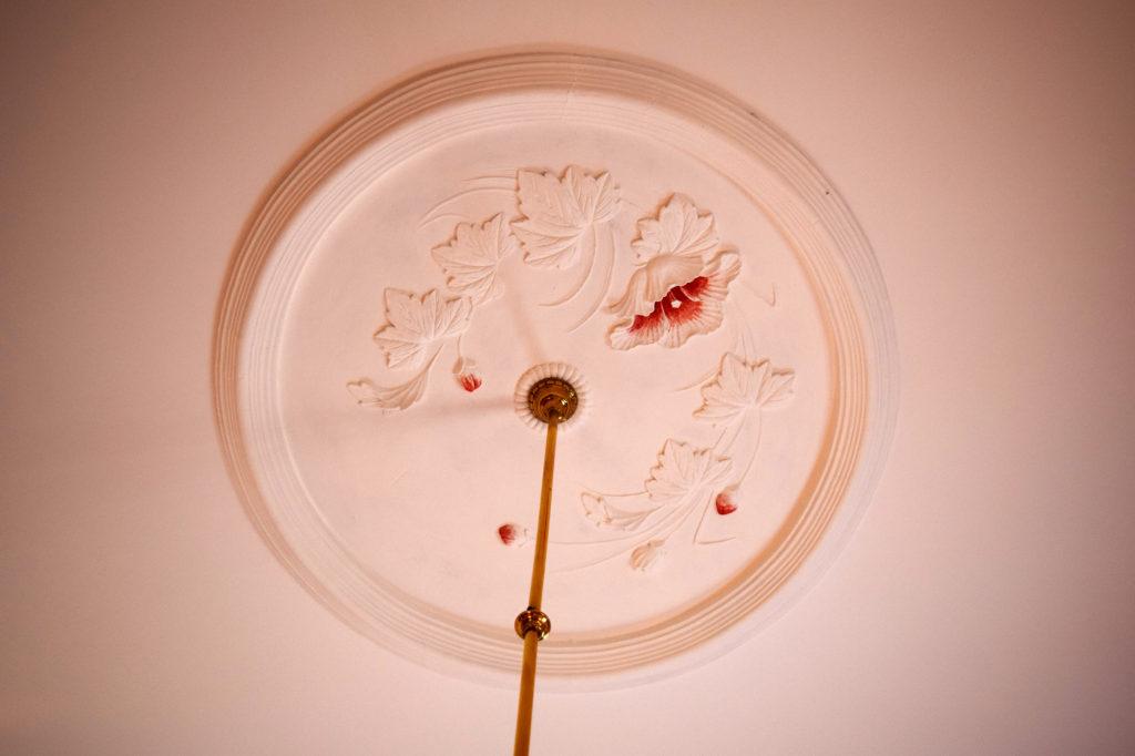 豊平館の天井飾りのこて絵