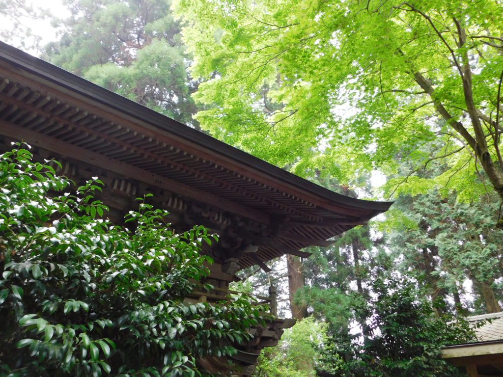 大分市丸山八幡神社の美しい楼門屋根