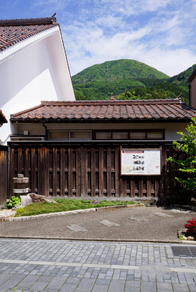 島根県鹿足群津和野の味わいがある板塀