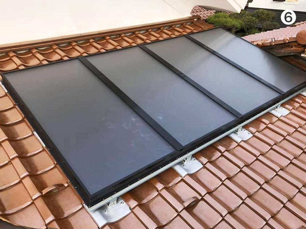 屋根瓦に設置された空気集熱パネル