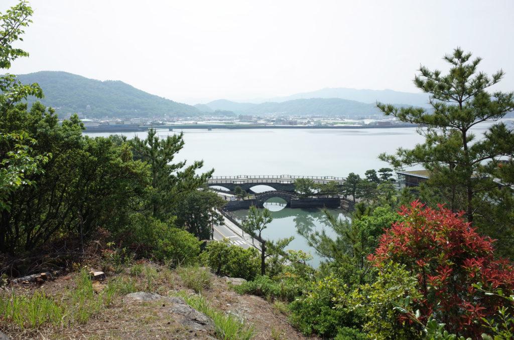 和歌浦の海が一望できる