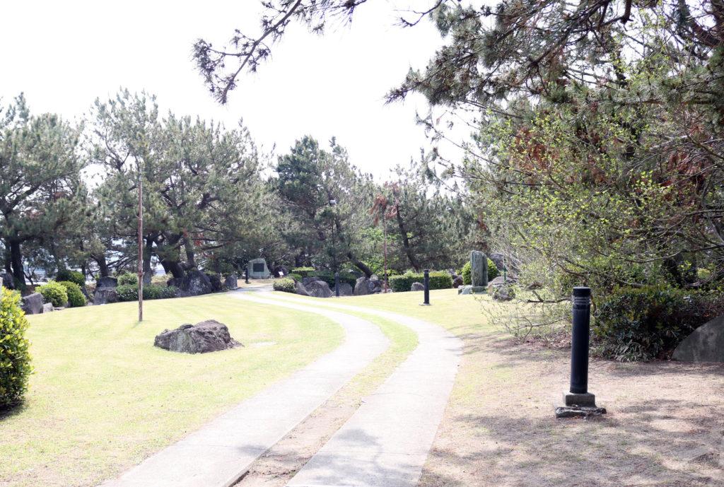 和歌浦の歌碑がある小道