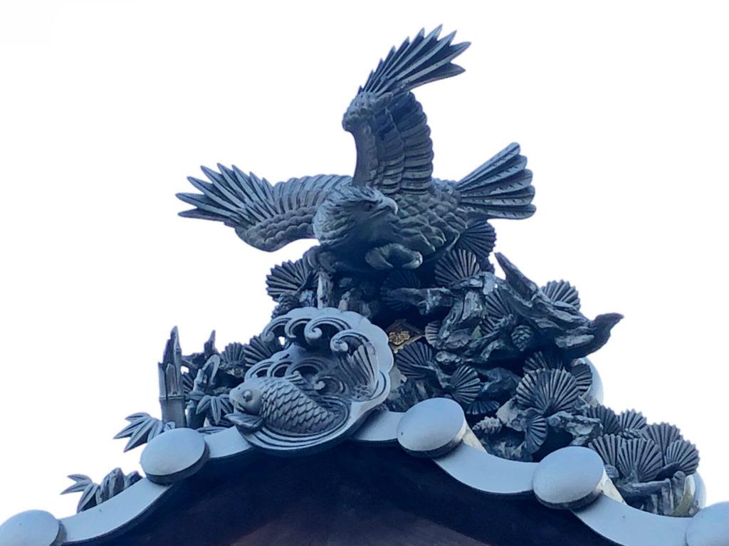 鷹と松の鬼瓦