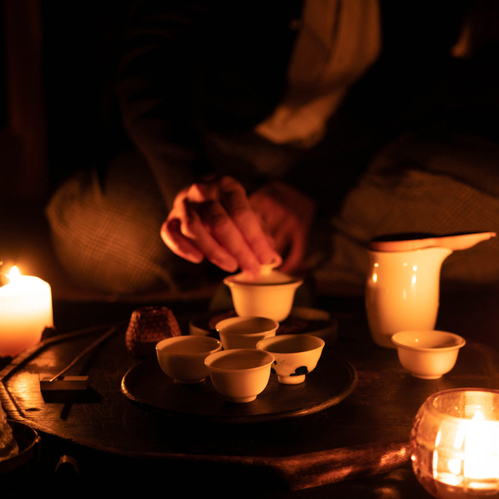 中国茶を入れる