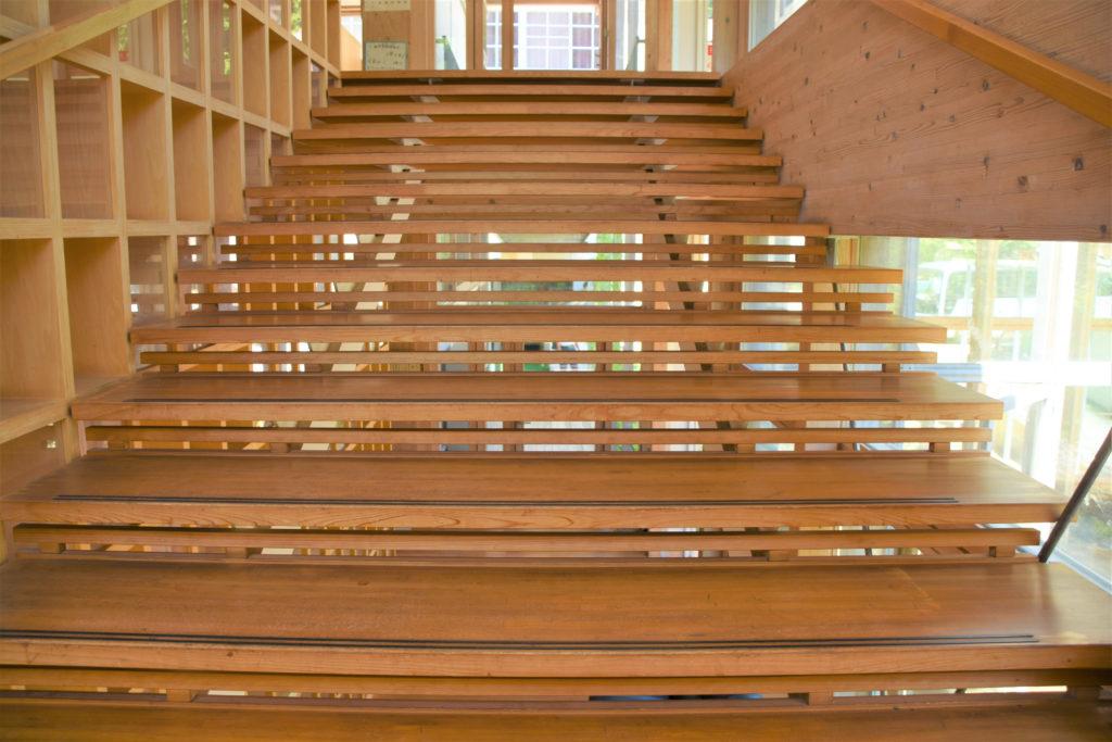 光と風を通す階段
