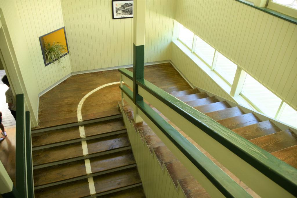 ニッチのある階段