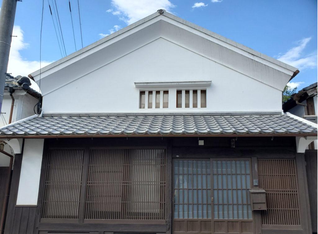 しっくい壁の家