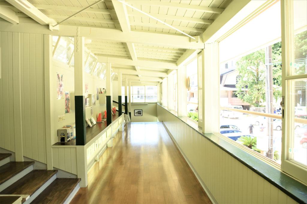 スキップフロアの小学校