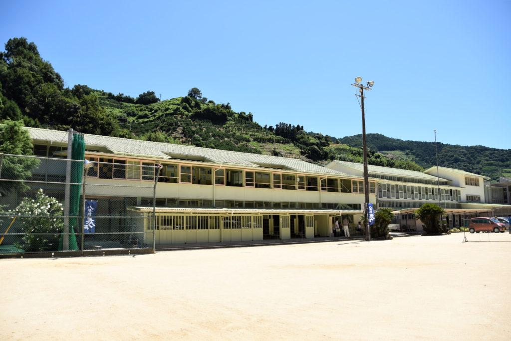 日土小学校外観
