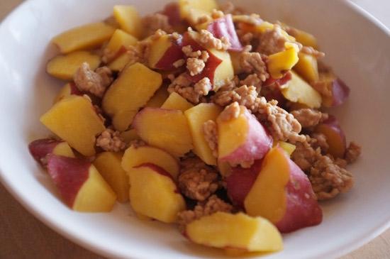 サツマイモと挽肉の炒め煮