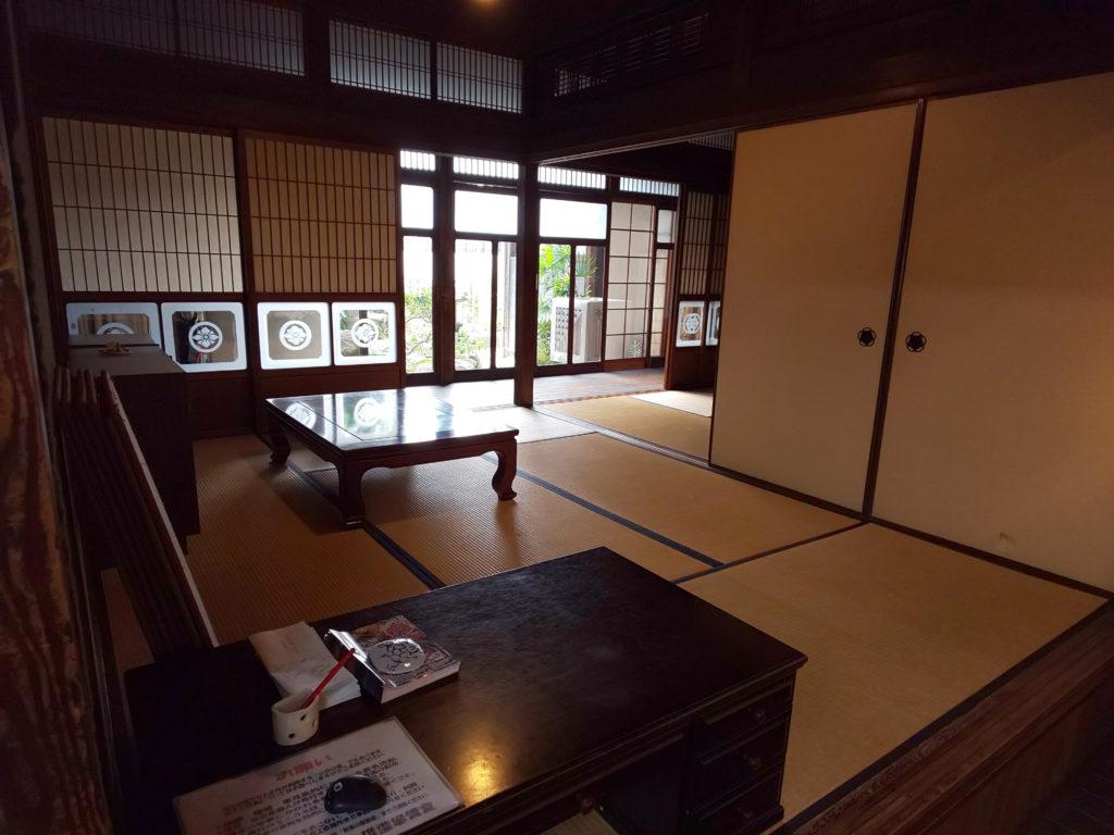 秋寅の館の和室