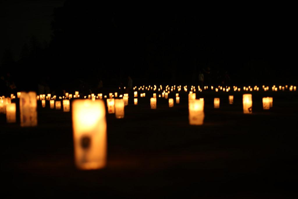 一面の万灯の灯り