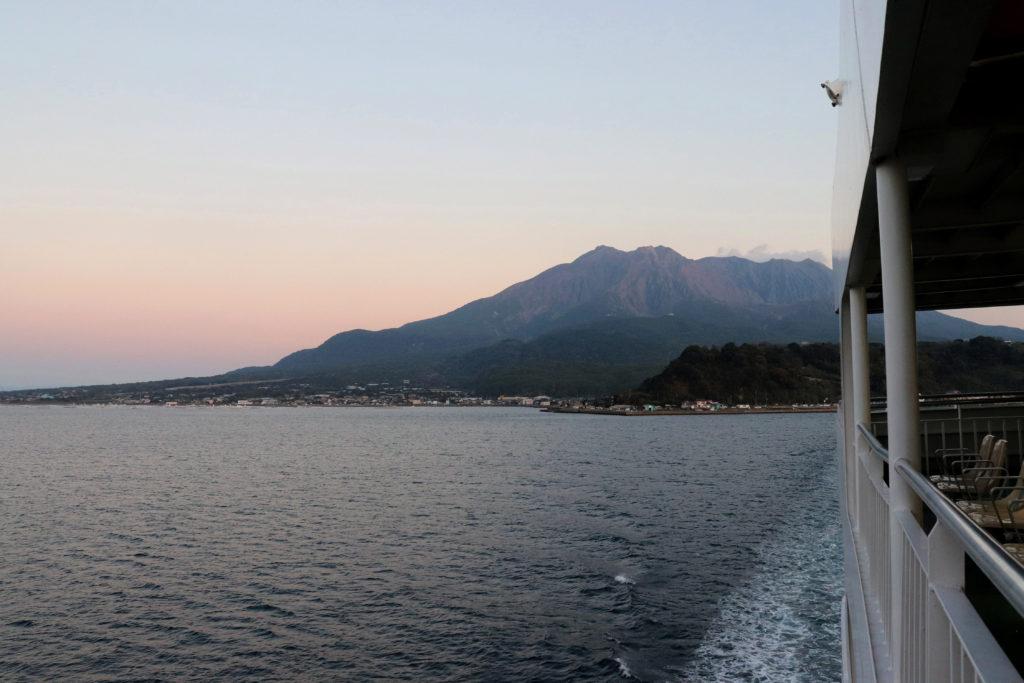 夕日に染まる桜島